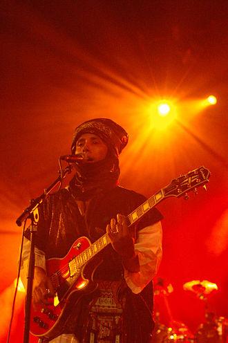 Music of Niger - Nigerien Tuareg musician Moussa ag Keyna performing in 2007.