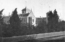 Photo en noir et blanc des bâtiments du Conseil provincial de Nelson