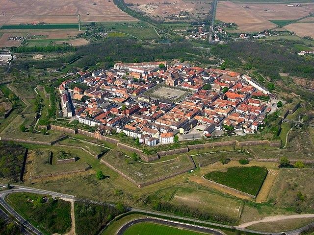 Neuf-Brisach (Нёф-Бризах), Эльзас, Франция - крепость Вобана, памятники ЮНЕСКО во Франции - достопримечательности городка, что посмотреть, путеводитель.