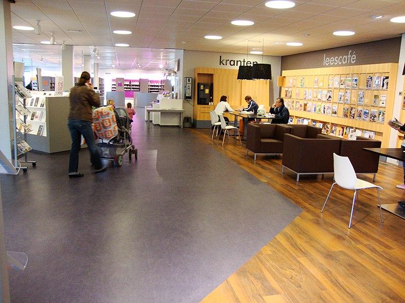 Bestand nijmegen dukenburg bibliotheek zwanenveld interieur jpg wikipedia - Interieur bibliotheek ...
