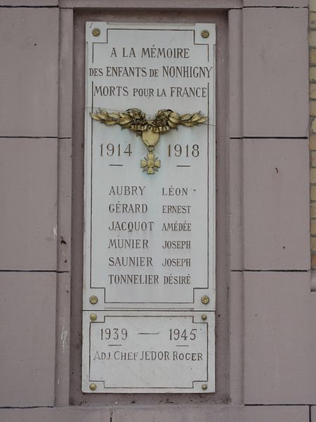 Nonhigny (M-et-M) mairie, plaque monument aux morts pour la France
