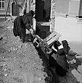 Nonnen met kruiwagen, Bestanddeelnr 191-1168.jpg