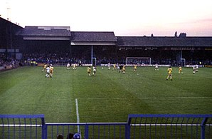Luton Town F.C. - Image: Oak Road End at Kenilworth Road, 1980