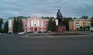 Office building on Lenin Square (Snezhinsk).jpg