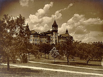 The university's Old Main building in 1903 Old Main Building at The University of Texas at Austin .jpg