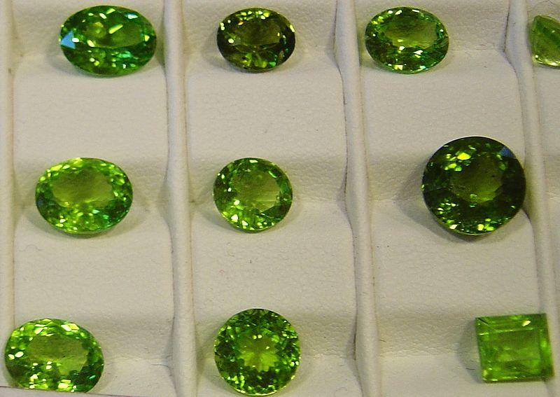 File:Olivine-gemmes.jpg