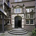 Overzicht van de ingangspartij op de binnenplaats - 's-Gravenhage - 20387566 - RCE.jpg