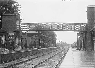 Newbridge railway station (Ireland) - Soldiers waiting on the platform, c.1910