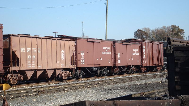 File:PRR Hopper and two MA&PA Boxcars.jpg