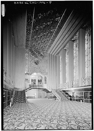 Paramount Theatre (Oakland, California) - Image: Paramount Lobby 1975