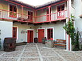 Patio de la casa de labranza La Madrigata.jpg