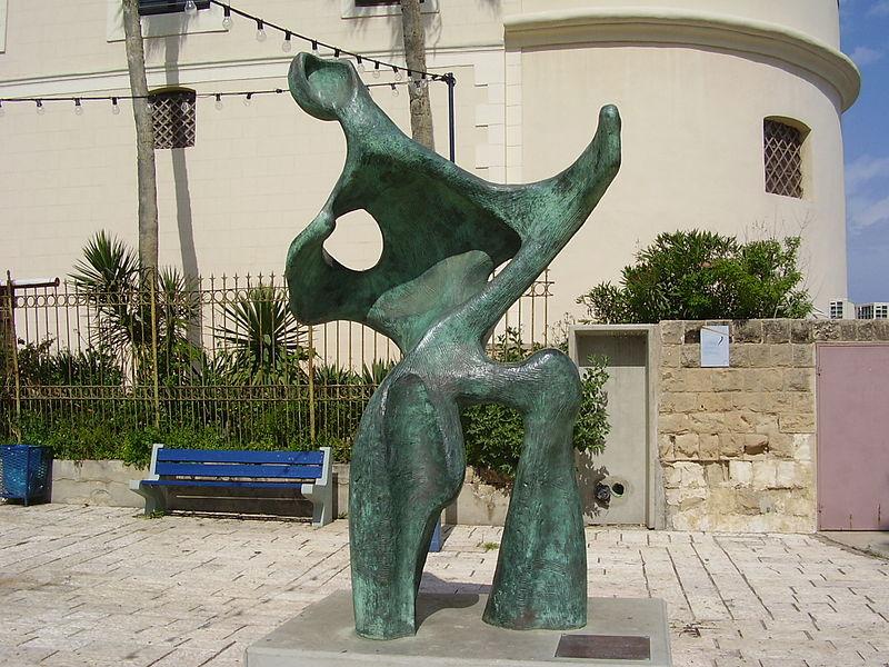 """הפסל """"נעורים נצחיים"""" ביפו"""