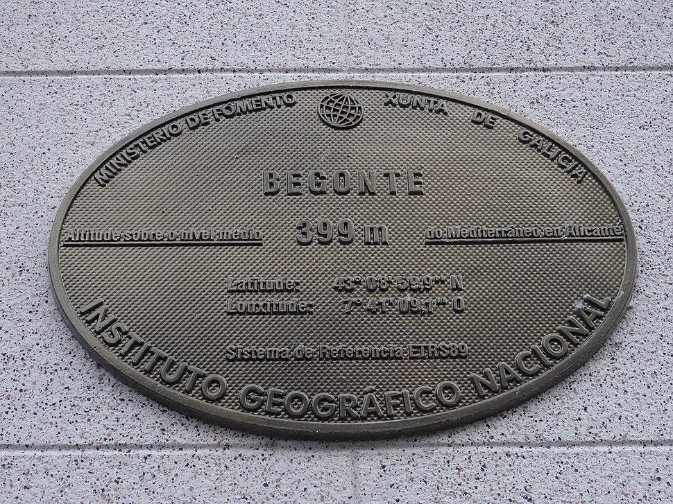 Placa altimétrica, casa concello Begonte