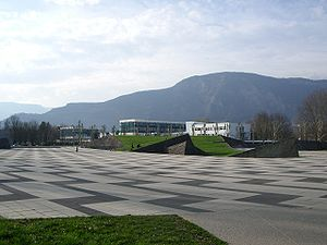 Place centrale campus Grenoble1.JPG