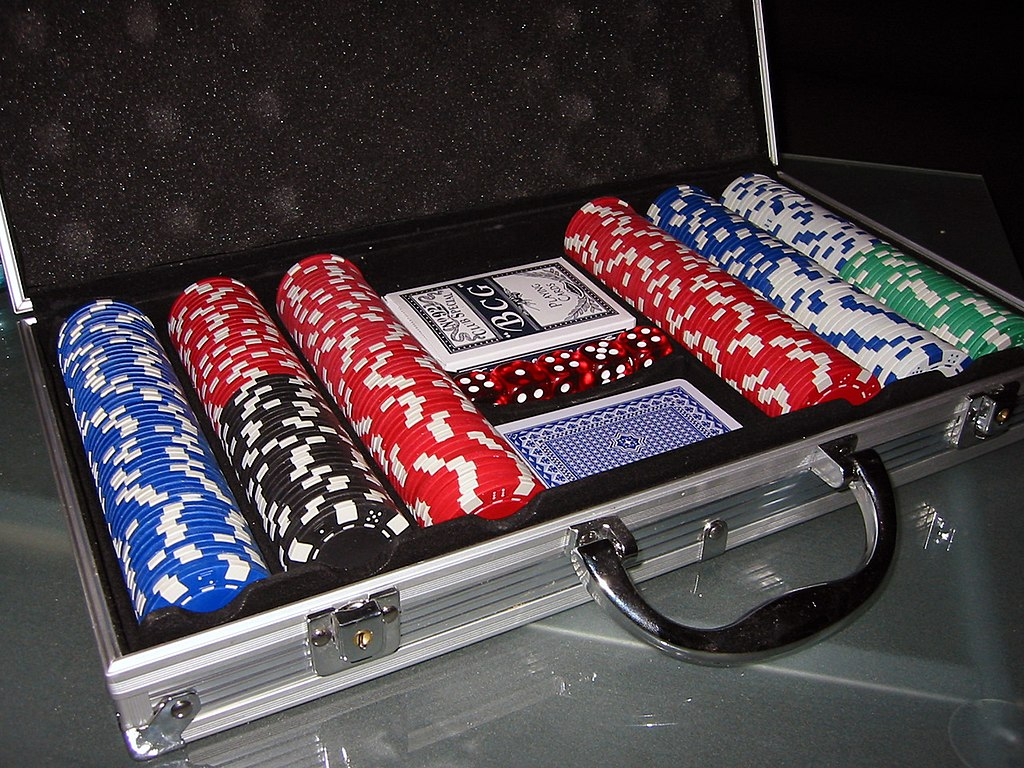 1024px-Poker_chips.jpg