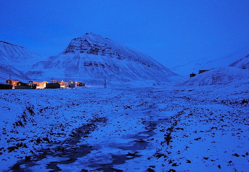 Polar-Night Longyearbyen.jpg