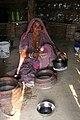 Préparation du beurre clarifié dans le désert du Thar (Rajasthan) (2).jpg
