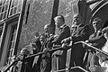 Prins Bernhard onder de aanwezigen op het bordes, Bestanddeelnr 930-4433.jpg