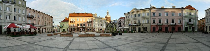 800px-Pt_city_old_town_square_pan.jpg