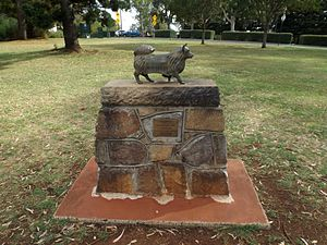 "Picnic Point, Toowoomba - Memorial to ""Puppy"" mascot for the Toowoomba Thistle Pipe Band, 2014"