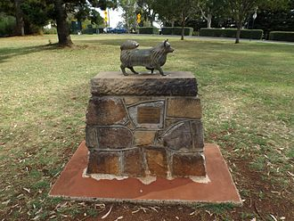 """Picnic Point, Toowoomba - Memorial to """"Puppy"""" mascot for the Toowoomba Thistle Pipe Band, 2014"""