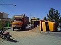Qom قم، شهرک قدس، واژگونی کامیون حامل خاک.jpg