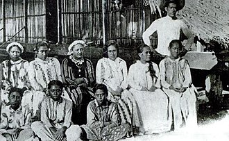 Bora Bora - Queen Teriimaevarua III and her maids of honor, circa 1899