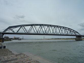 Nijmegen railway bridge - The railway bridge and attached 'Snelbinder' cycle bridge.