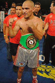 Ray Beltrán Mexican boxer