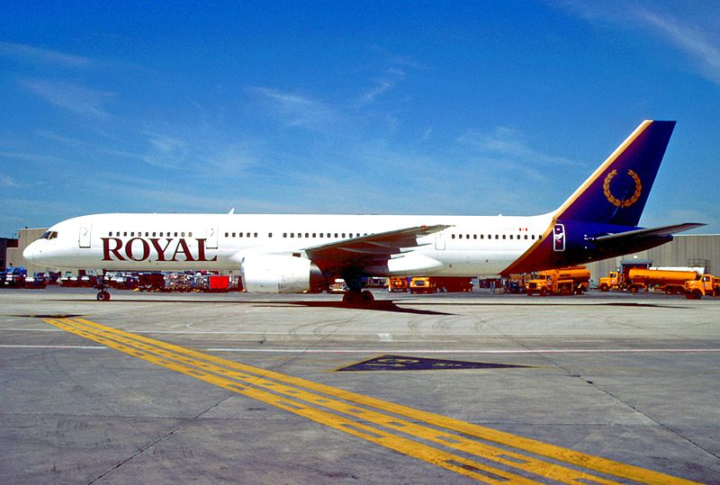 800px-Royal_Aviation_Boeing_757-236%3B_C-GRYK%2C_June_2000_%285669674330%29.jpg
