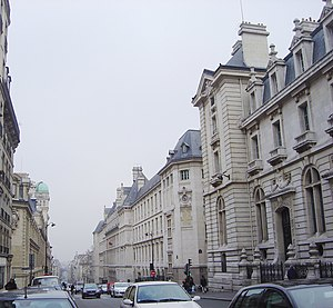 Grandes écoles - The Lycée Louis-le-Grand, in Paris, is one of the most famous lycées providing preparatory classes for the Grandes Écoles. (It is on the right side of the rue Saint-Jacques; on the left is the Sorbonne.)