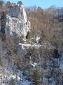 Ruine Hexenturm, Burgfelsen mit unterer Burg.JPG
