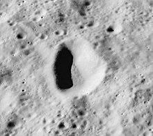 卢瑟福陨石坑