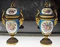 Sèvres, coppia di urne, xviii secolo 01.jpg