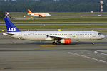 SAS, OY-KBL, Airbus A321-232 (19686138812).jpg