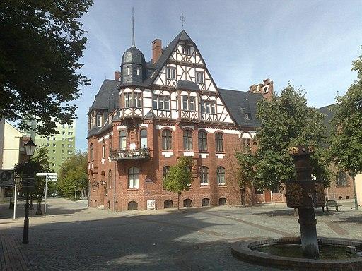 SCHWEDT: Vierradener Platz mit Tabakbrunnen und Stadtmühle (Seifenfabrik) - panoramio