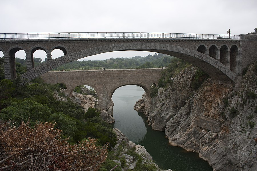 English:  The Devil's Bridge, upstream the bridge of the road to Aniane.
