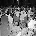 San Feliu (Costa Brava) Mensen dansen sardana op een plein, Bestanddeelnr 254-0865.jpg
