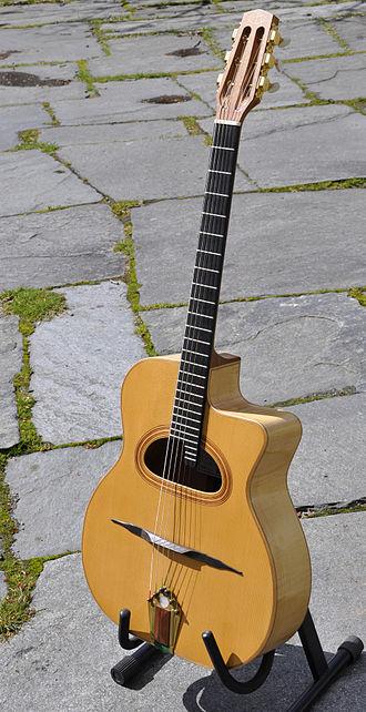 Cutaway (guitar) - Image: Selmer maccaferri django reinhardt jazz guitar