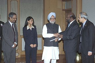 Shiv Nadar - Shri Shiv Nadar and Ms Roshni Nadar presenting a cheque of Rs. 4 crore to the Prime Minister, Dr. Manmohan Singh, towards the Prime Minister's National Relief Fund in New Delhi on January 17, 2005