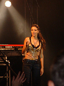 Shy'm en concert en 2007.