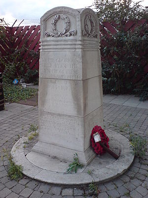 Silvertown explosion - Silvertown War Memorial in its old location in 2009