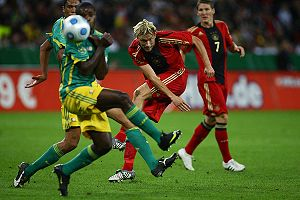 Simon Rolfes during friendly match Germany-South Africa on September 5, 2009.jpg
