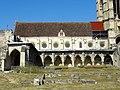 Soissons (02), abbaye Saint-Jean-des-Vignes, réfectoire et cloître gothique, vue depuis l'est 1.jpg