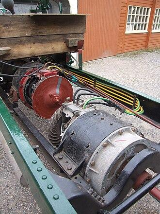 Tilling-Stevens - Tilling-Stevens bus chassis 1923 generator (red) traction motor (grey)