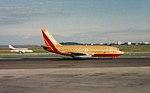 Southwest 737-200 at SFO (28762364933).jpg