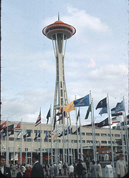 Datei:Space Needle at World's Fair, 1962.jpg