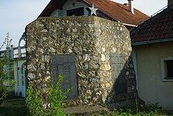 Spomenik palim borcima u Brezjaku, Loznica, Srbija.jpg