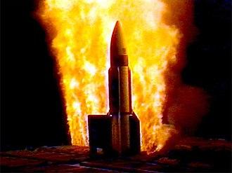 USS Lake Erie (CG-70) - USS Lake Erie launches an anti-ballistic missile RIM-161 Standard missile 3 III off Kaua'i, Hawaii (2001)