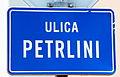 Stassenschild in der Gemeinde Malinska auf der Insel Krk Ulica Petrlini.JPG